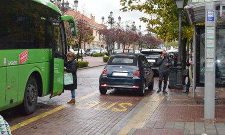 El Consorcio de Transportes adoptará medidas para evitar problemas de frecuencias y aglomeración de pasajeros en los autobuses que conectan Villaviciosa con Madrid