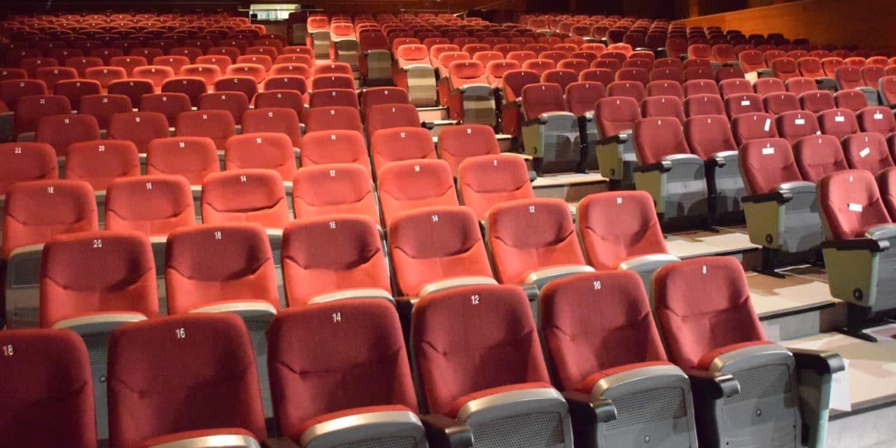 El auditorio renueva el tapizado de las butacas