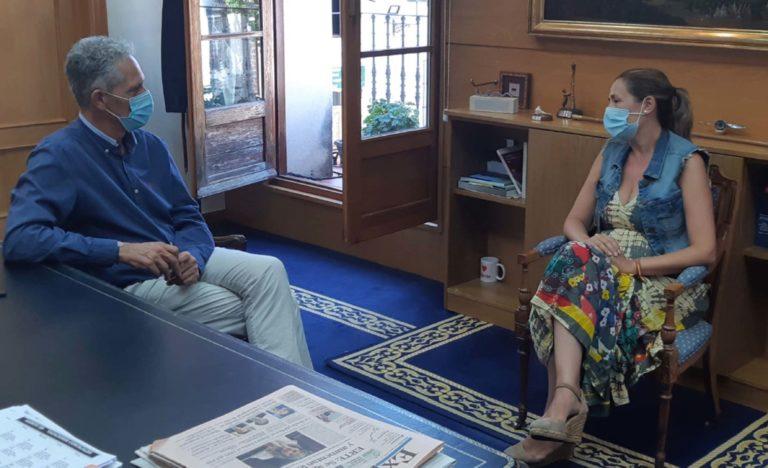 La nueva presidenta del PP local  se reúne con el alcalde