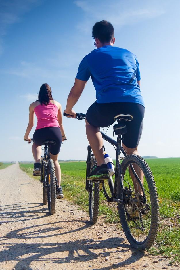 jovenes bicicleta