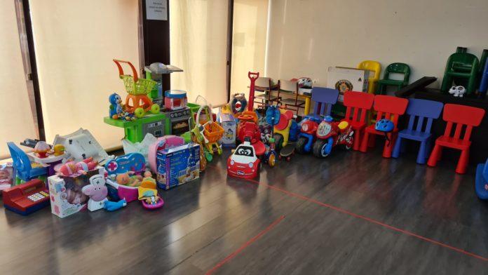 Los Reyes Magos reparten juguetes en Villaviciosa