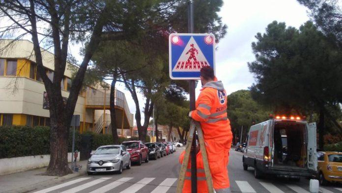 Señales verticales de paso de peatones con luces LED Villaviciosa