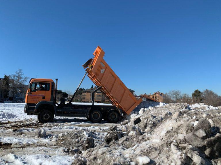 Se acelera la retirada de nieve ante la alerta por lluvias y viento