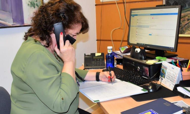 Llamadas telefónicas y seguimiento a mayores de 75
