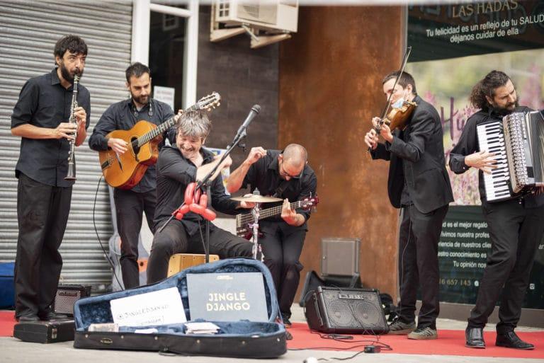 Jingle Django llena la calle de ritmos swing, rumba y gipsi