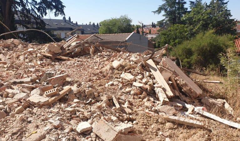 Villaviciosa derriba el edificio de El liberal en ruinas