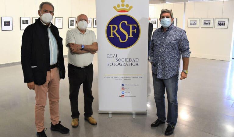 El Coliseo acoge la exposición colectiva de la Real Sociedad Fotográfica